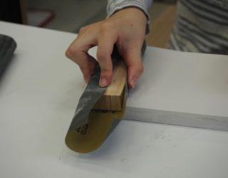 石膏地を平らにする(Flattening plaster base)